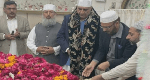 آرمی چیف جنرل قمر باجوہ کی لاہور آمد ،داتا دربار پر حاضری، ملکی سلامتی کیلئے دعا مانگی