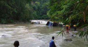 نڈونیشیا میں بس کھائی میں گرنے سے 26 افراد جاں بحق
