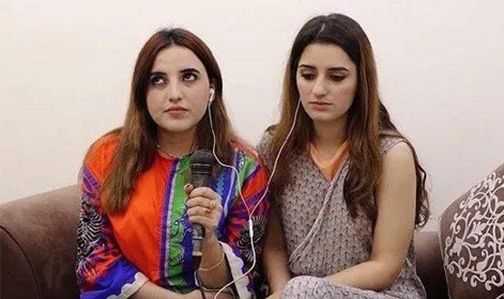 سوشل میڈیا سٹارز حریم شاہ اور صندل خٹک کیخلاف مقدمہ درج کرانے کیلئے درخواست دائر
