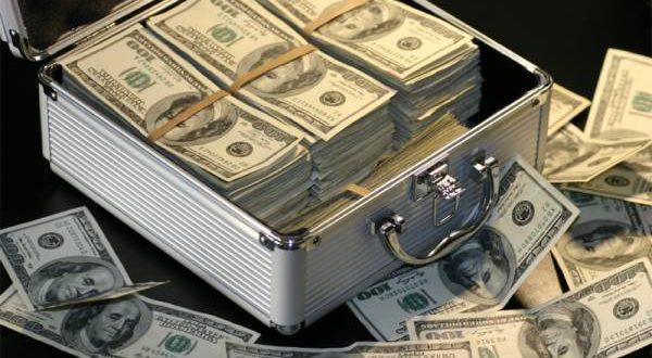 انٹر بینک اور اوپن مارکیٹ میں ڈالر اتنا مہنگا ہو گیا کہ سن کر عوام کی چیخیں نکل جائیں گی