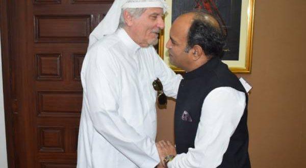 پاکستان کے قونصل جنرل خالد مجیدسے سعودی سیاسی و میڈیا تجزیہ کار اور چیئرمین روزنامہ البلاد خالد المعینہ کی ملاقات
