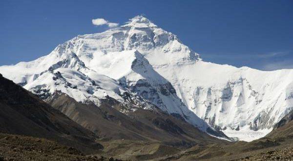دنیا کی بلند ترین چوٹی مائونٹ ایورسٹ کو سیاحوں کیلئے بند کر دیا گیا