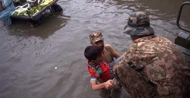 مون سون کے چھٹے اور طوفانی اسپیل نے کراچی کو ڈبودیا
