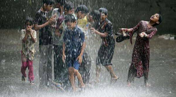 لاہور کے مختلف علاقوں میں بارش ، موسم خوشگوار ، کب تک بارشیں ہونے کا امکان ہے ؟ لاہوریوں کیلئے خوشخبری