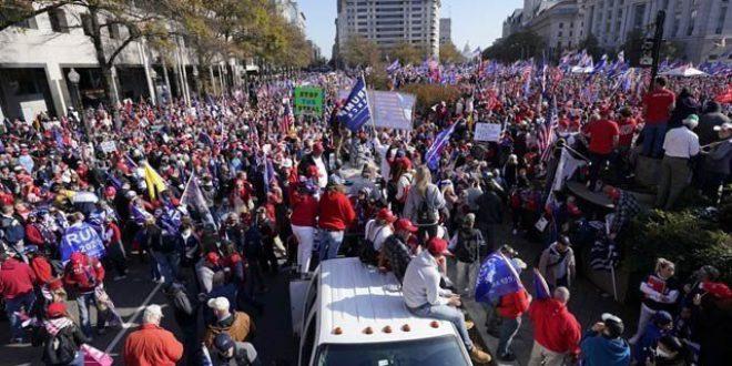ٹرمپ کے حامیوں کا سپریم کورٹ کی جانب مارچ، مخالفین اور پولیس سے تصادم