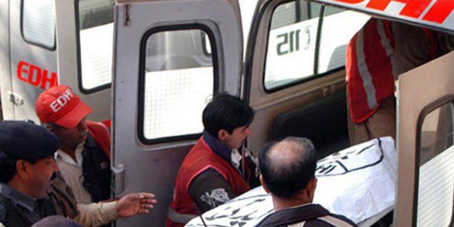 کراچی سے حیدر آباد جانے والی مسافر وین کو آئل ٹینکر کی ٹکر، 3 افراد جاں بحق